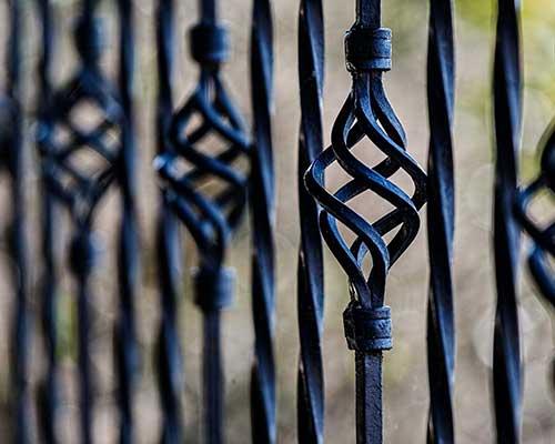 Zäune für Heim und Garten, Sicht- und Lärmschutz (ebenso für die Tierhaltung)